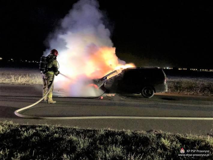 Pożary - Straż , Pożar samochodu osobowego Sierakowie - zdjęcie, fotografia