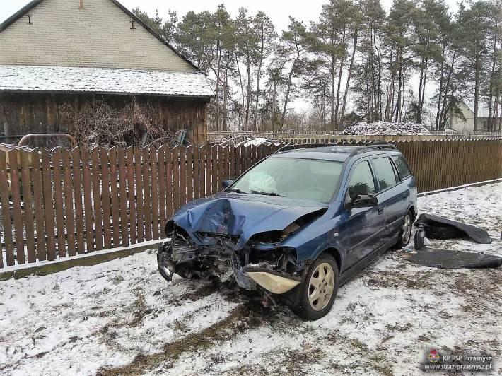 Wypadki drogowe, Wypadek samochodu osobowego miejscowości Zaręby - zdjęcie, fotografia