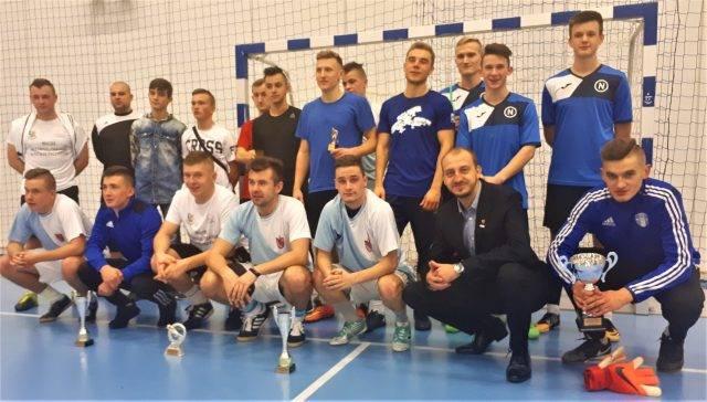 Piłka nożna, Pułtuska Narew zwycięzcą Mikołajkowego Turnieju Halowej Piłki Nożnej - zdjęcie, fotografia