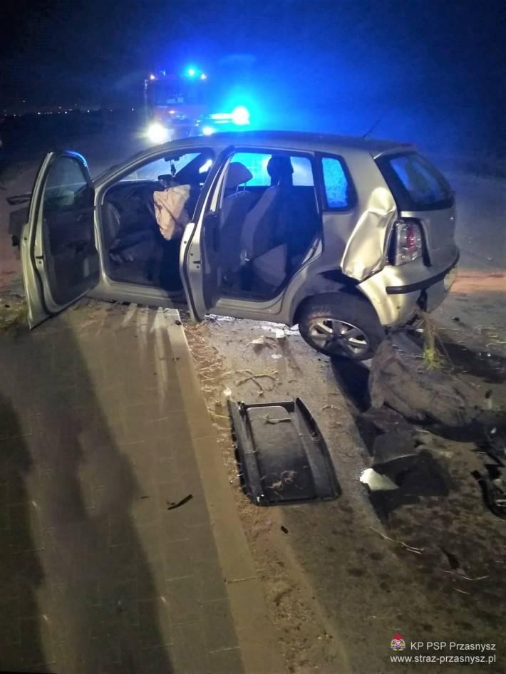 Wypadki drogowe, Wypadek samochodu osobowego Przasnyszu - zdjęcie, fotografia