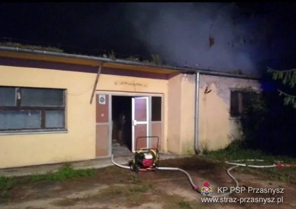 Pożary - Straż , Pożar nieużytkowanego warsztatu szkolnego Zespole Szkół Powiatowych Przasnyszu - zdjęcie, fotografia