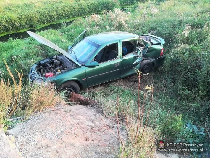 Wypadki drogowe, Wypadek samochodu osobowego miejscowości Ulatowo Pogorzel - zdjęcie, fotografia