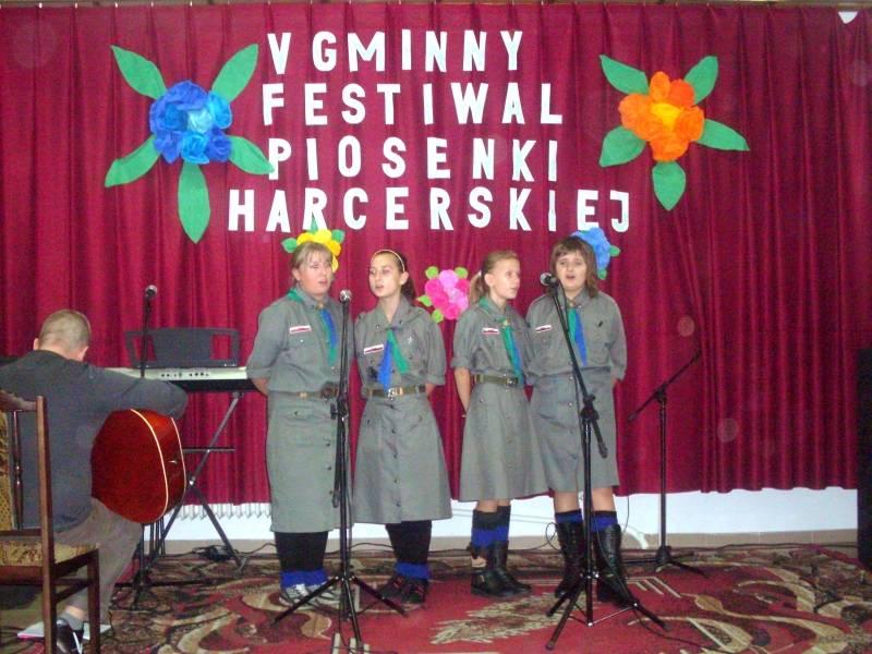 Koncerty, śpiewają chorzelscy harcerze - zdjęcie, fotografia