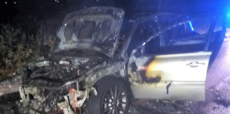 Pożary - Straż , Sierakowie spłonęło Renault Megane - zdjęcie, fotografia