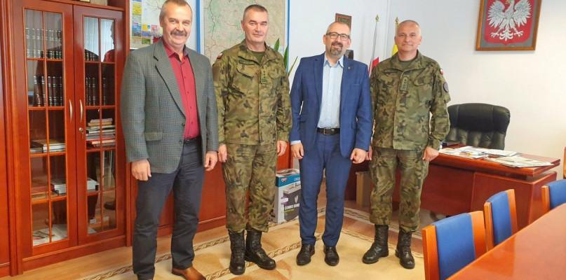 Starosta i Powiat, dowódca wizytą przasnyskim starostwie - zdjęcie, fotografia