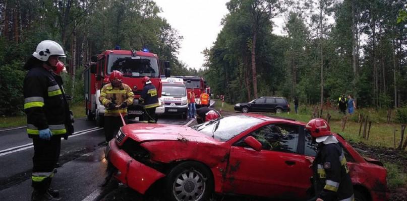 Wypadki drogowe, Dachowanie osobówki Chorzele [Aktualizacja Zdjęcia] - zdjęcie, fotografia