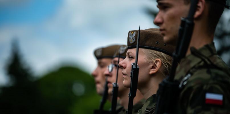 Wojsko, Przasnyszanie nowymi Terytorialsami niedzielę złożyli przysięgę - zdjęcie, fotografia