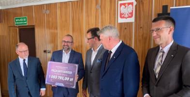 Drogi - remonty - inwestycje, Przasnyscy samorządowcy dofinansowaniem drogi lokalne wojewody - zdjęcie, fotografia