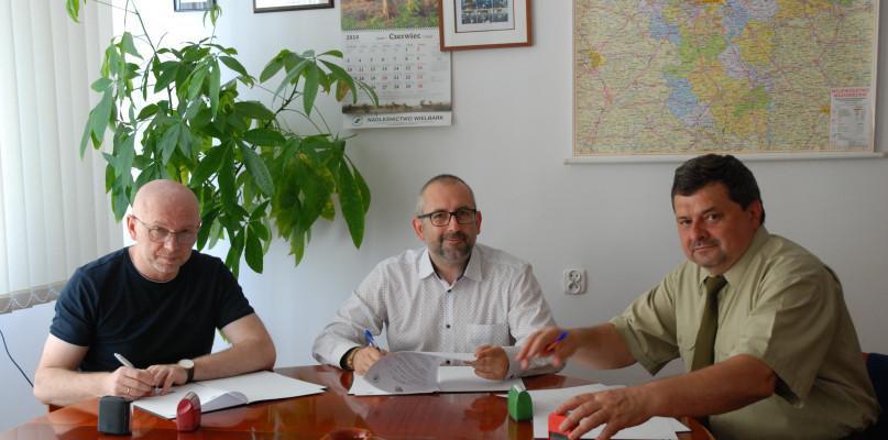 Starosta i Powiat, Erasmusowe porozumienie podpisane instytucje będą ściśle współpracować - zdjęcie, fotografia