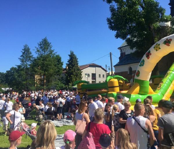 Święta i uroczystości , Blisko tysiąc osób przeszło ulicami Przasnysza Marszu Życia Rodziny [Wideo] - zdjęcie, fotografia