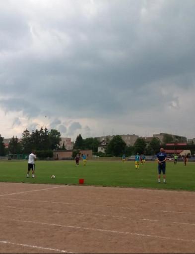 Piłka nożna, Przasnysz pewnie pokonuje rywali - zdjęcie, fotografia