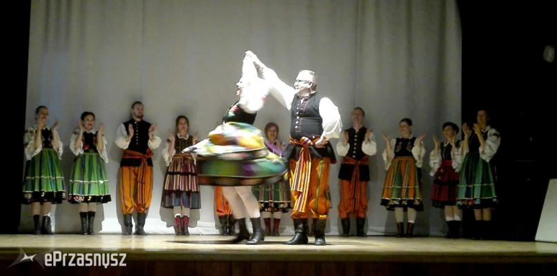 Festyny - Pikniki - Wydarzenia, Tylko Seniorzy świętowali Dzień Matki Było ludowo kolorowo - zdjęcie, fotografia