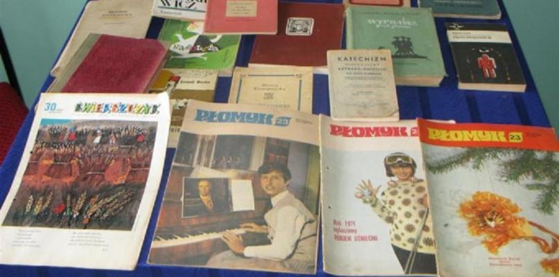 , czytały nasze babcie czytali dziadkowie - zdjęcie, fotografia