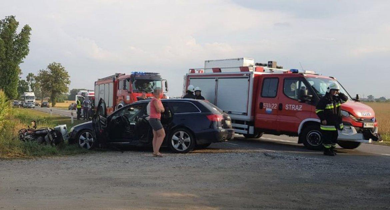 Wypadki drogowe, Przasnysz Mchowo zderzyła osobówka motocyklem - zdjęcie, fotografia