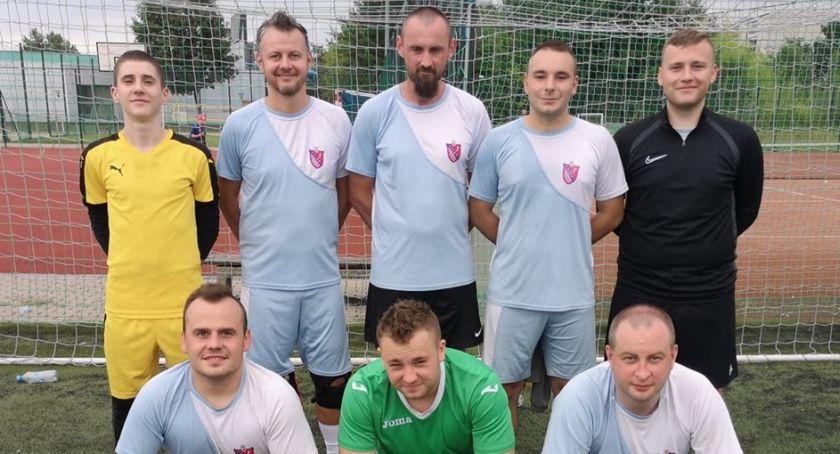 Piłka nożna, Czarki Przasnysz zdobywają srebro Nowym Dworze - zdjęcie, fotografia
