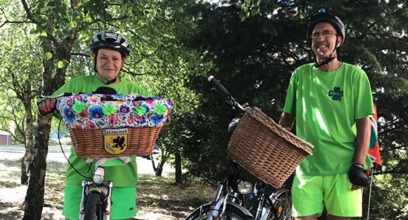 Charytatywne akcje, rowerze Nadii Małżeństwo nocleg zatrzyma Przasnyszu - zdjęcie, fotografia