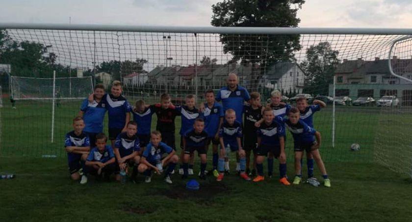 Piłka nożna, Młodziki triumfują wyjeździe - zdjęcie, fotografia