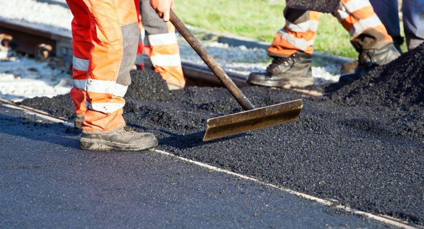 Drogi - remonty - inwestycje, Powiat otrzyma Krzynowłoga Mała prawie dofinansowania drogi - zdjęcie, fotografia
