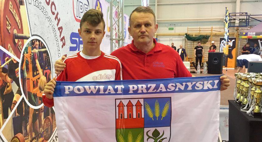 Zawody Sportowe, Jakub Bońkowski wygrywa Puchar Polski Trójboju Siłowym Klasycznym - zdjęcie, fotografia