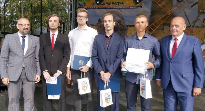 Konkursy - Wyróżnienia, Najzdolniejsi studenci maturzyści uczniowie nagrodzeni [Zdjęcia] - zdjęcie, fotografia