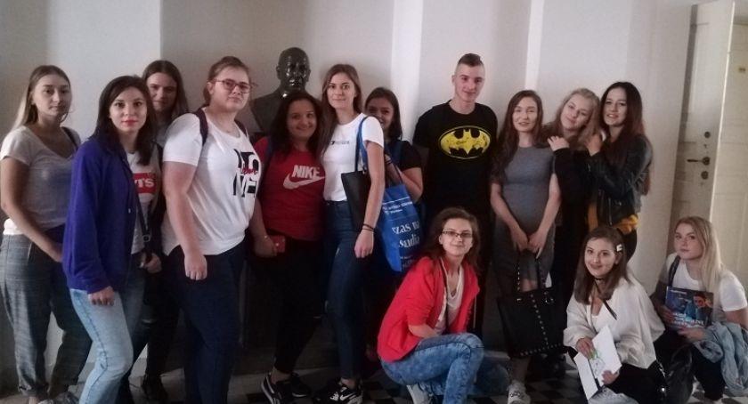 Szkoły średnie, Przasnyscy uczniowie uczestniczyli Salonie Maturzystów - zdjęcie, fotografia