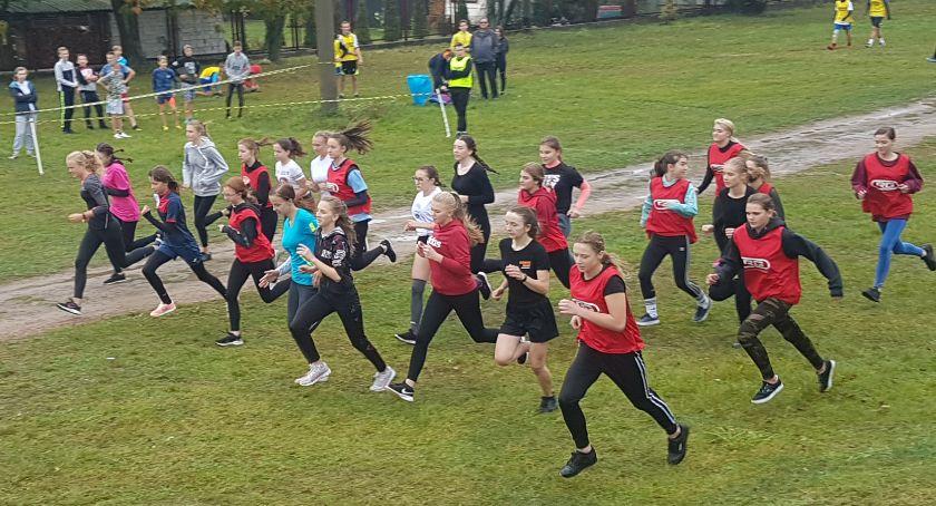 Biegi, Zainaugurowano Sportowy Szkolny 2019/2020 [Zdjęcia] - zdjęcie, fotografia