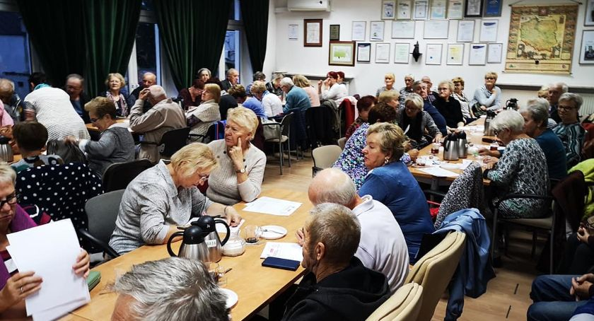 Komunikaty, Powiat Przasnyski przyjazny Seniorom! Tłumy inauguracji programu Ogólnopolska Karta Seniora - zdjęcie, fotografia