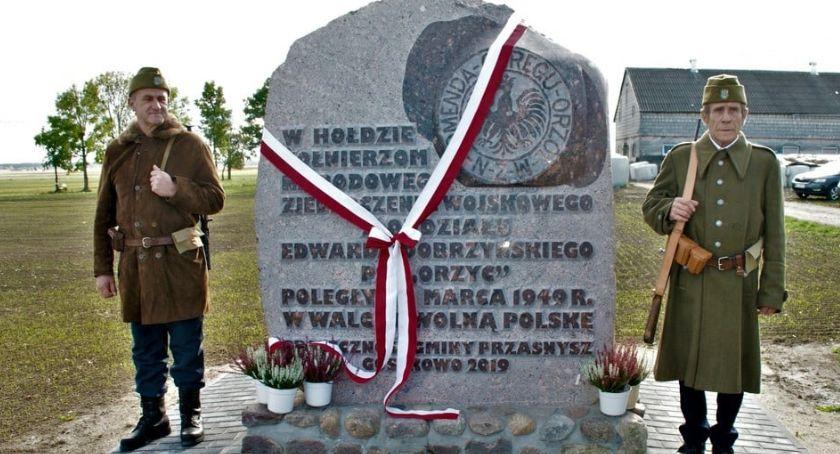 Święta i uroczystości , rocznica rozbicia oddziału Edwarda Dobrzyńskiego Orzyca - zdjęcie, fotografia