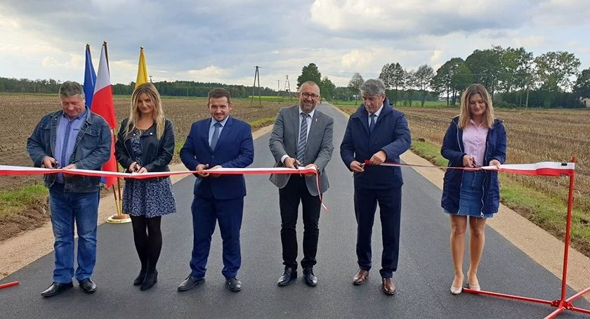 Drogi - remonty - inwestycje, Droga powiatowa Ulatowo Żyły uroczyście otwarta - zdjęcie, fotografia