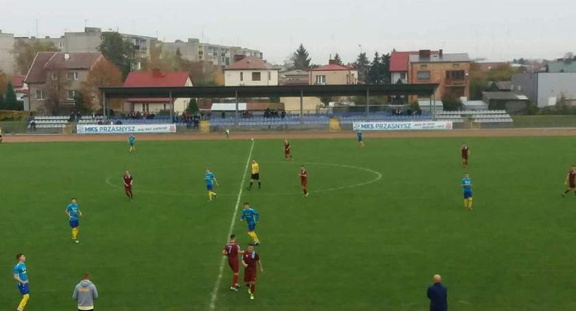 Piłka nożna, Przasnysz kolejnym zwycięstwem - zdjęcie, fotografia