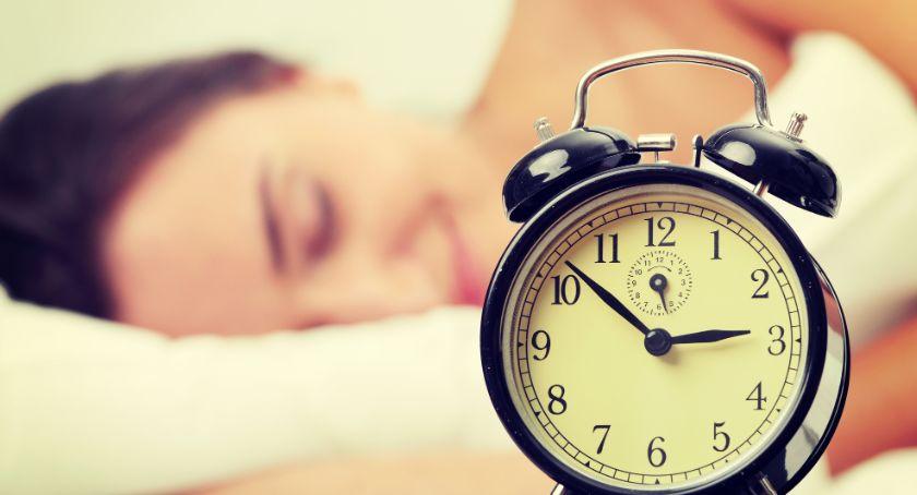 Komunikaty, Zmiana czasu pośpimy godzinę dłużej - zdjęcie, fotografia