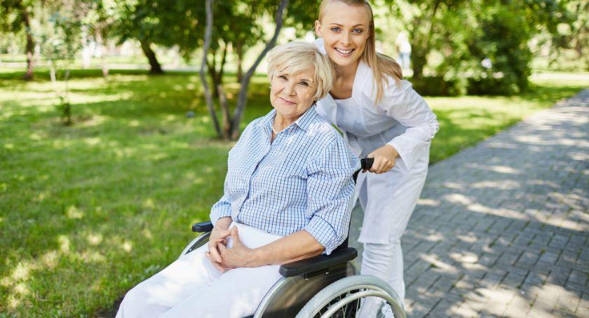 Starosta i Powiat, Jesteś osobą niepełnosprawną potrzebujesz Asystenta Złóż wniosek - zdjęcie, fotografia
