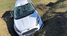 Wypadek dwóch samochodów osobowych na skrzyżowaniu dróg w miejscowości Zawadki