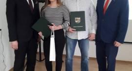 Brawo Weronika! Starosta Krzysztof Bieńkowski i Rada Powiatu złożyli gratulacje naszej młodej mistrzyni sportów siłowych