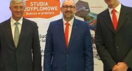 Ogólnopolska konferencja naukowa o lotnictwie i przasnyskim lotnisku