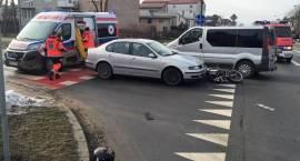 Wypadek motoroweru i dwóch samochodów osobowych w Przasnyszu