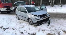 Uwaga – ślisko na drogach! Dachowanie samochodu osobowego w miejscowości Osówiec Szlachecki