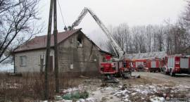 Pożar budynku mieszkalnego w miejscowości Pawłowo Poręba. 10-osobowa rodzina straciła dach nad głową.