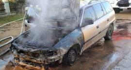 Pożar garażu i samochodu osobowego w miejscowości Mchówko