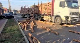 Kolizja samochodu ciężarowego z samochodem osobowym w Jednorożcu