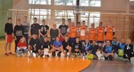 Siatkarze z Przasnysza zwyciężają I Mistrzostwa Gminy Chorzele w piłce siatkowej