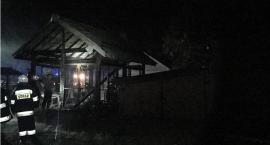 Pożar całkowicie strawił budynek gospodarczy w gminie Jednorożec
