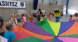 Integracja przez zabawę. Zerówkowicze i pierwszoklasiści odwiedzili swoją szkołę