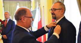 Starosta Przasnyski Krzysztof Bieńkowski - publicznie z Brązowym Krzyżem Zasługi Prezydenta RP