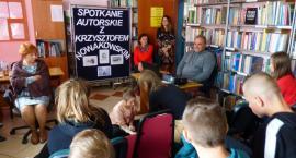 Krzysztof Nowakowski-podróżnik, miłośnik zwierząt spotkał się z młodzieżą w Chorzelach