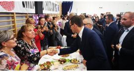 """Premier Mateusz Morawiecki promował w Przasnyszu rządowy program """"Aktywny Senior +"""" [Zdjęcia]"""