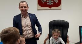 Grupa 5-latków zawitała w progi Urzędu Gminy w Krasnem