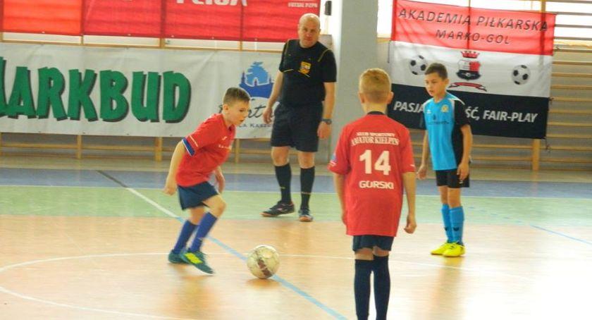 Piłka nożna, Rusza Halowa Piłki Nożnej Juniorów Kiełpinie - zdjęcie, fotografia