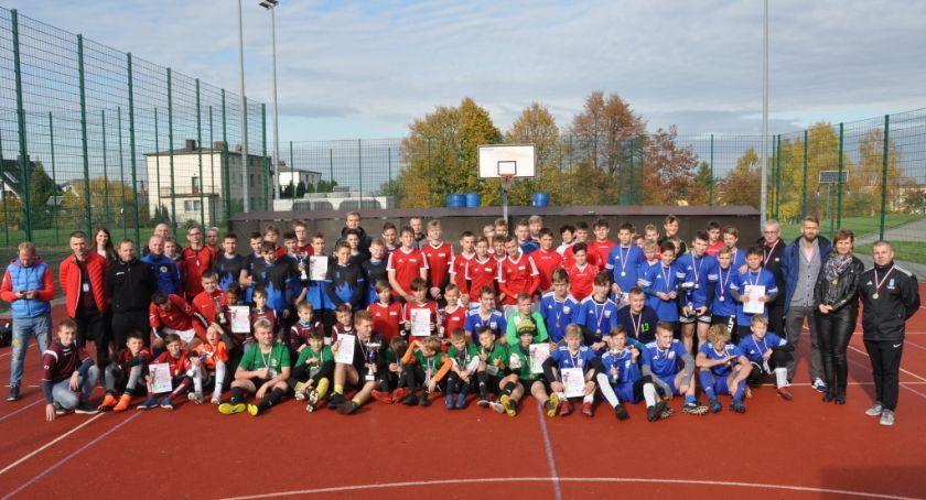 Piłka nożna, Drużyna Sierakowice najlepsza powiatowej lidze piłki nożnej - zdjęcie, fotografia