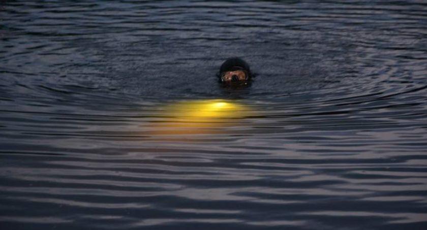 Kronika policyjna, jeziorze Kożyczkowie znaleziono zwłoki mężczyzny - zdjęcie, fotografia